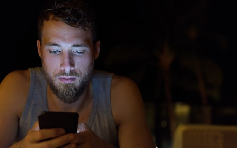 3 Texting Secrets That Will Get Him Wanting You and Texting You Back
