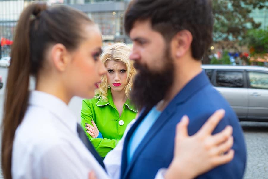 How To Make A Guy Jealous Who Doesnt Like You (VERY